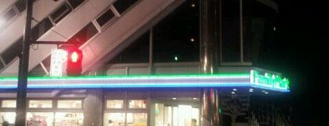 ファミリーマート 渋谷松濤一丁目店 is one of 渋谷コンビニ.