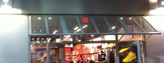 The PUMA Outlet is one of Orlando - Compras (Shopping).