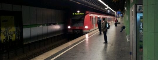 S Isartor is one of München S-Bahnlinie 4.