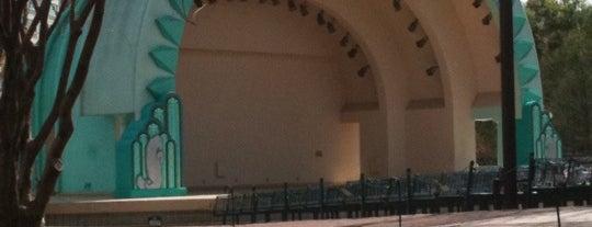 Walt Disney Amphitheater is one of The Lake Eola Local Dash.