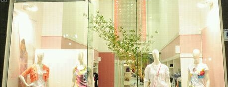 Conttagio is one of Shopping Uberaba.