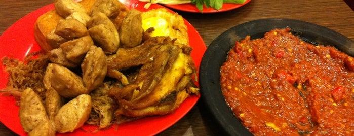 Warung Bu Kris is one of Tempat Makan Enak.