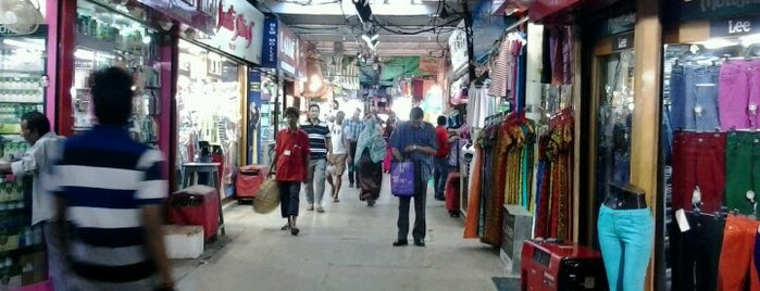 Sir Stuart Hogg Market is one of Top 10 favorites places in Kolkata, India.