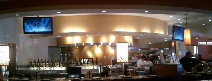 California Pizza Kitchen is one of Delicious Vegetarian Spots in Norfolk.