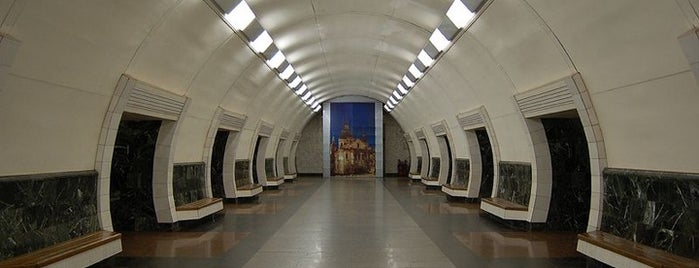 Станція «Дорогожичі» / Dorohozhychi Station is one of Київський метрополітен.