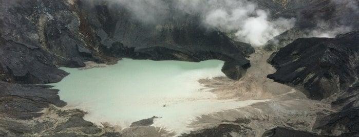 Gunung Tangkuban Parahu is one of ----**mau**----.