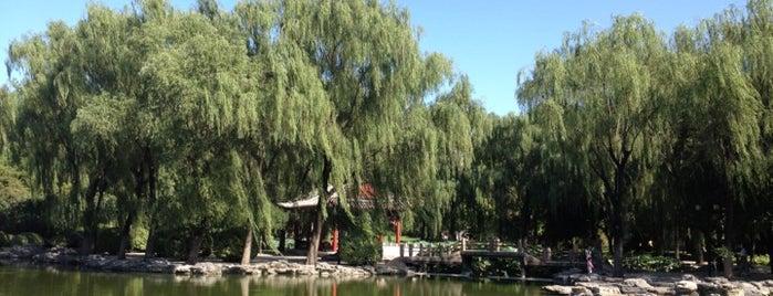 石舫 Stone Boat Cafe is one of Romantic Beijing.