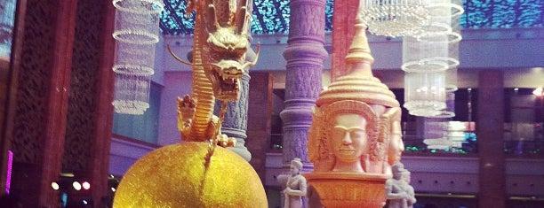 NagaWorld Hotel and Casino is one of เที่ยว Phnom Penh.