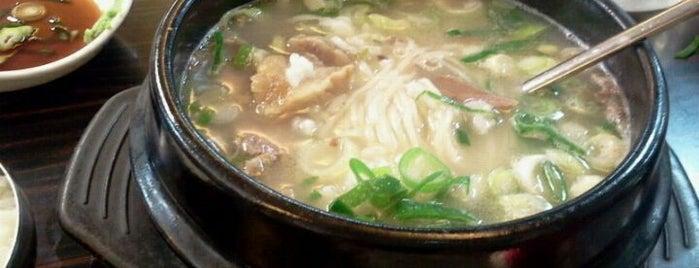 잼배屋 is one of 한국인이 사랑하는 오래된 한식당 100선.