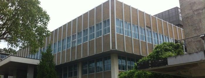 九州大学 箱崎キャンパス 中央図書館 is one of 九大.