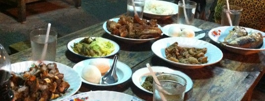 Midnight Fried Chicken is one of Guide to the best spots Chiang Mai|เที่ยวเชียงใหม่.
