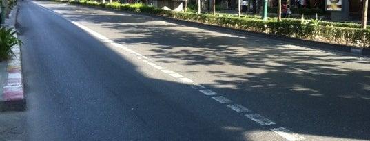 Sukhumvit Road is one of ถนน.