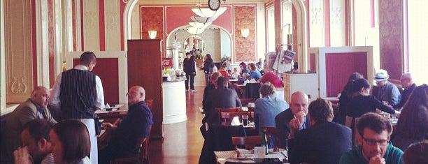 Café Louvre is one of Oblíbené kavárny.