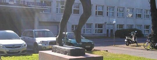 Lasse Virenin juoksijapatsas is one of Patsaat ja muistomerkit.