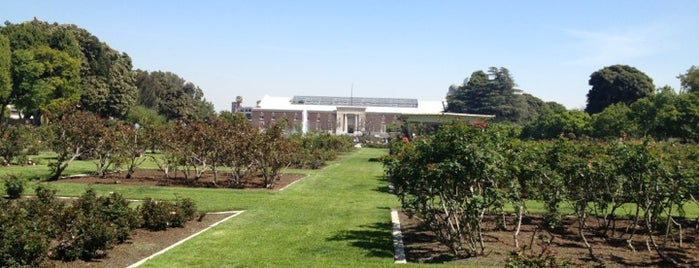 Exposition Park Rose Garden is one of Before you leave LA, you must....