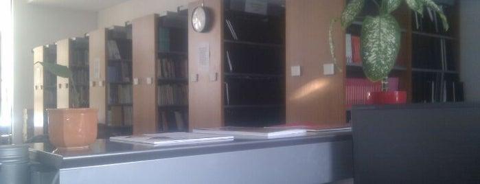 BME Lágymányosi Könyvtár is one of 1.