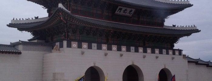 광화문 (光化門, Gwanghwamun) is one of Seoul City Badge - Lucky Seoul.