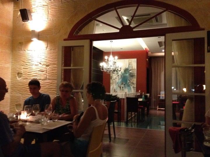 Dvenue Bar & Restaurant