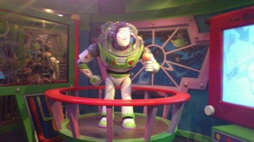バズ・ライトイヤーのアストロブラスター (Buzz Lightyear's Astro Blasters)