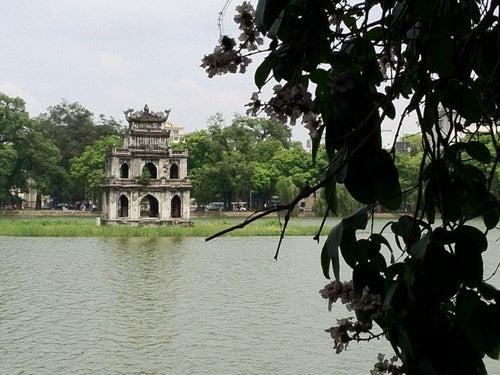 Hồ Hoàn Kiếm (Hoan Kiem Lake)