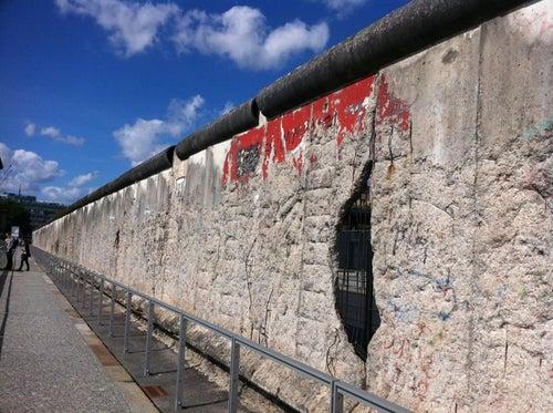 Baudenkmal Berliner Mauer   Berlin Wall Monument