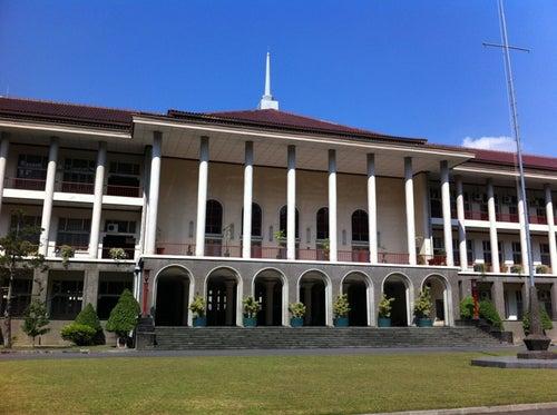 Gedung Pusat UGM