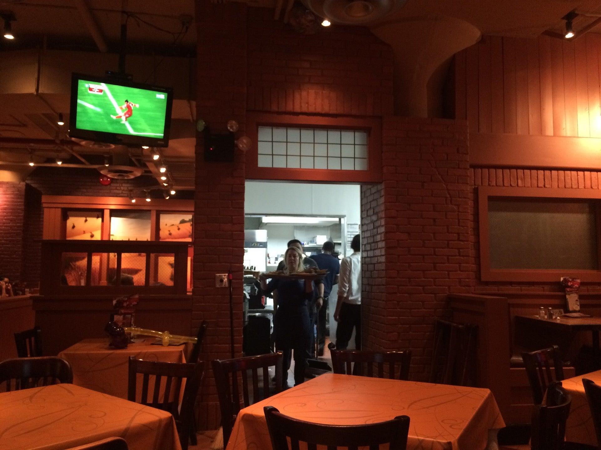 Uno Pizzeria & Grill,bar,deep dish,gluten free,multigrain,open late,pizza,snack hours