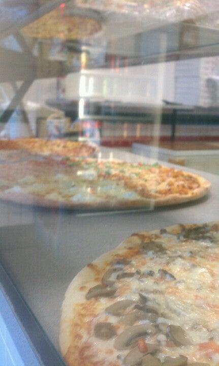 Luigi's Pizzeria Restaurant,