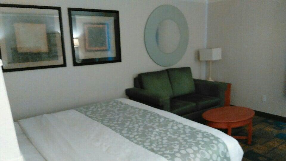 La Quinta Inns & Suites,