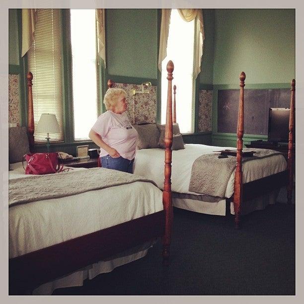 Chambery Inn,