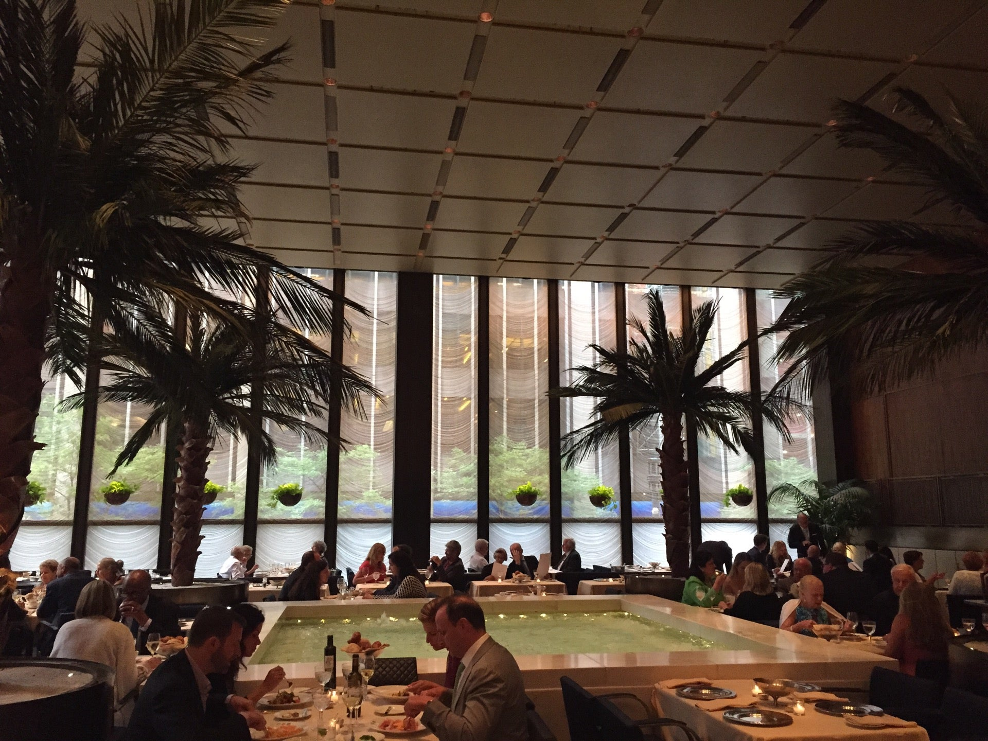 Four Seasons Restaurant,architecture,design