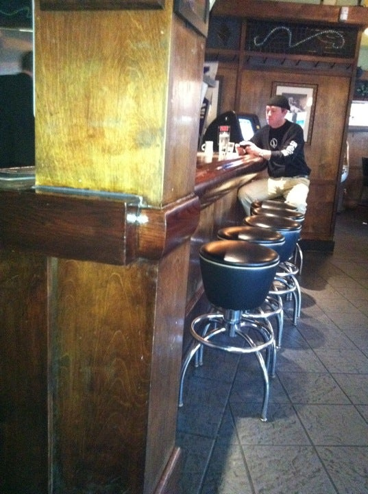 Bar Louie Evanston,alcohol,bar,burgers,cute waitresses,sports