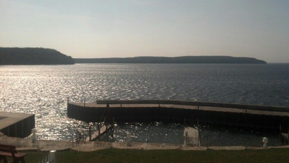 Shoreline Resort,