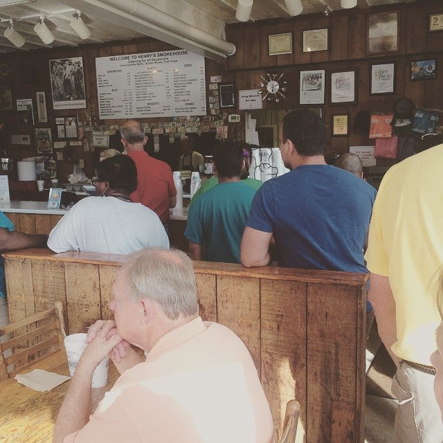 Henry's Smokehouse,barbecue,barbeque,bbq,food,restaurant
