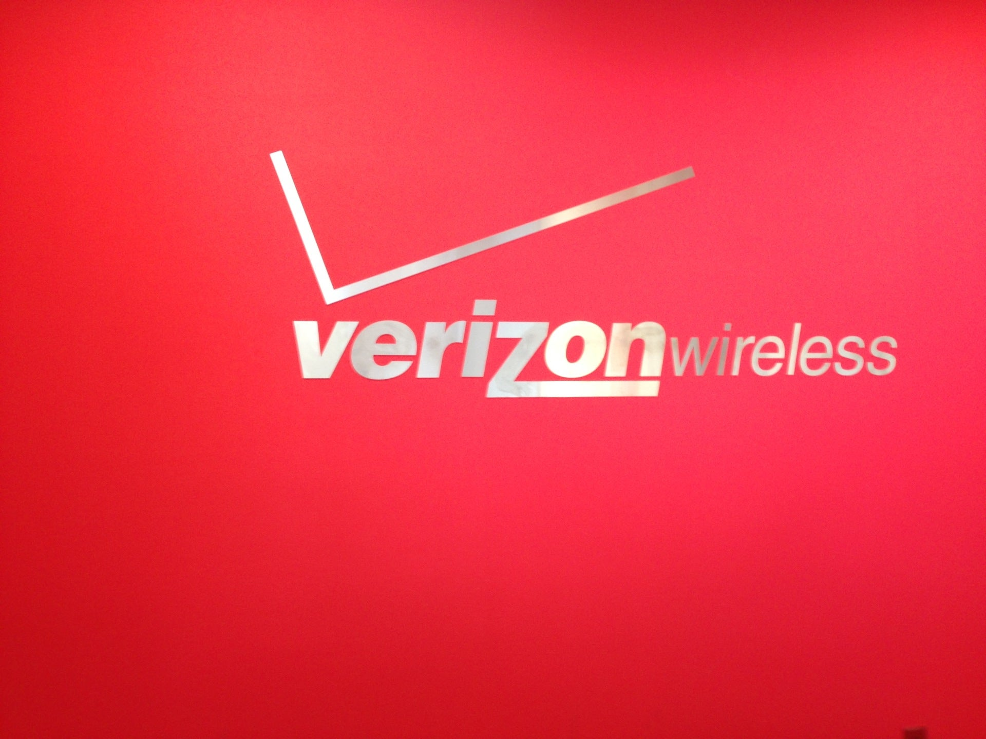 Verizon Wireless River Valley Mall,
