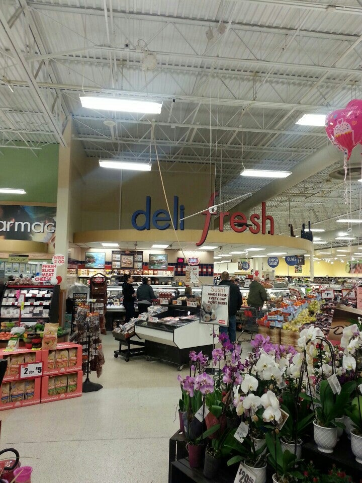 WEIS MARKETS,#gasstation,#grocerystore #pharmacy,bakery