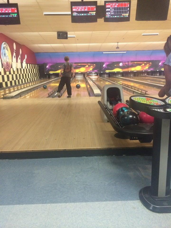 Towne Bowling Academy,bowling, bar, food, rock 'n bowl