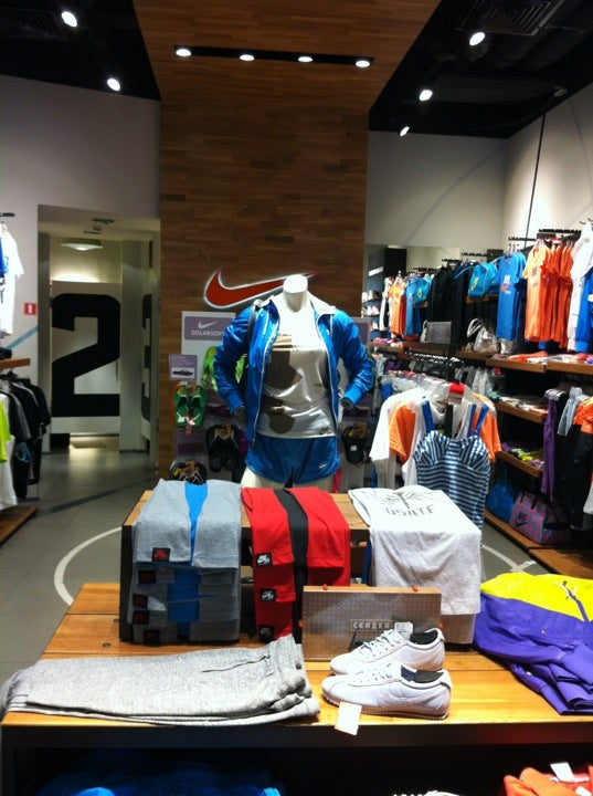 Nike на Невском, отзывы о спортивных магазинах Санкт-Петербурга, адрес,  телефон и фото Nike на карте 6b5a931adfb
