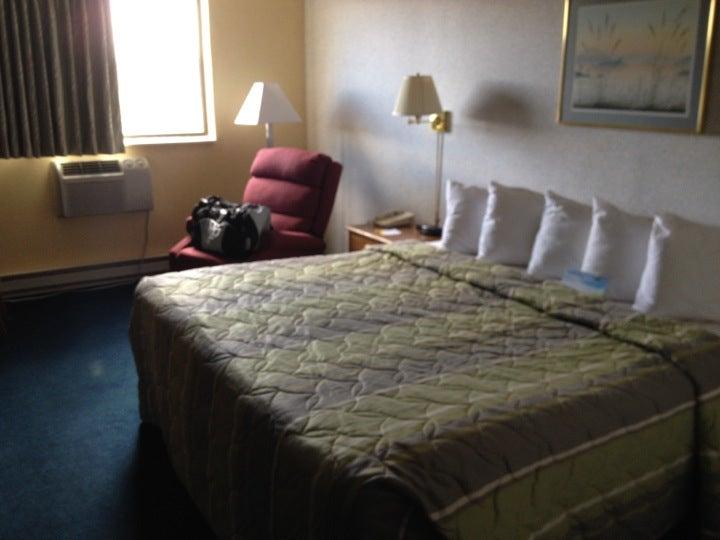 Days Inn & Suites Wausau,
