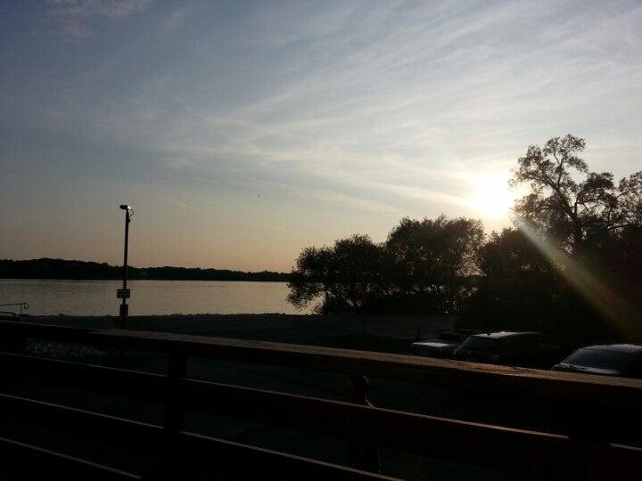 Burke's Lakeside,