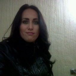 Vane R. Ruiz
